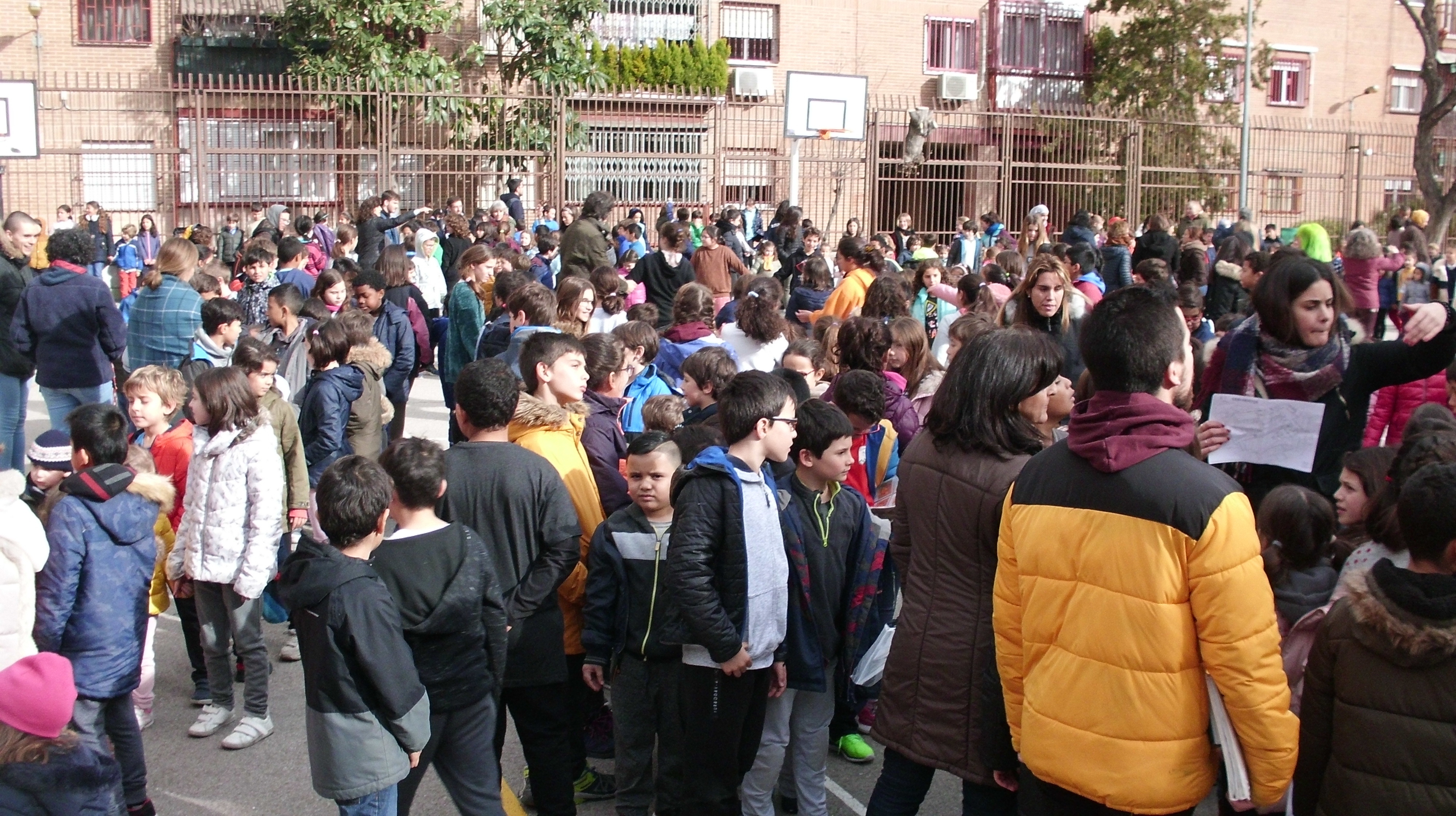 "HOSTOS: "" ESCUELA ESPACIO DE PAZ"" 1"