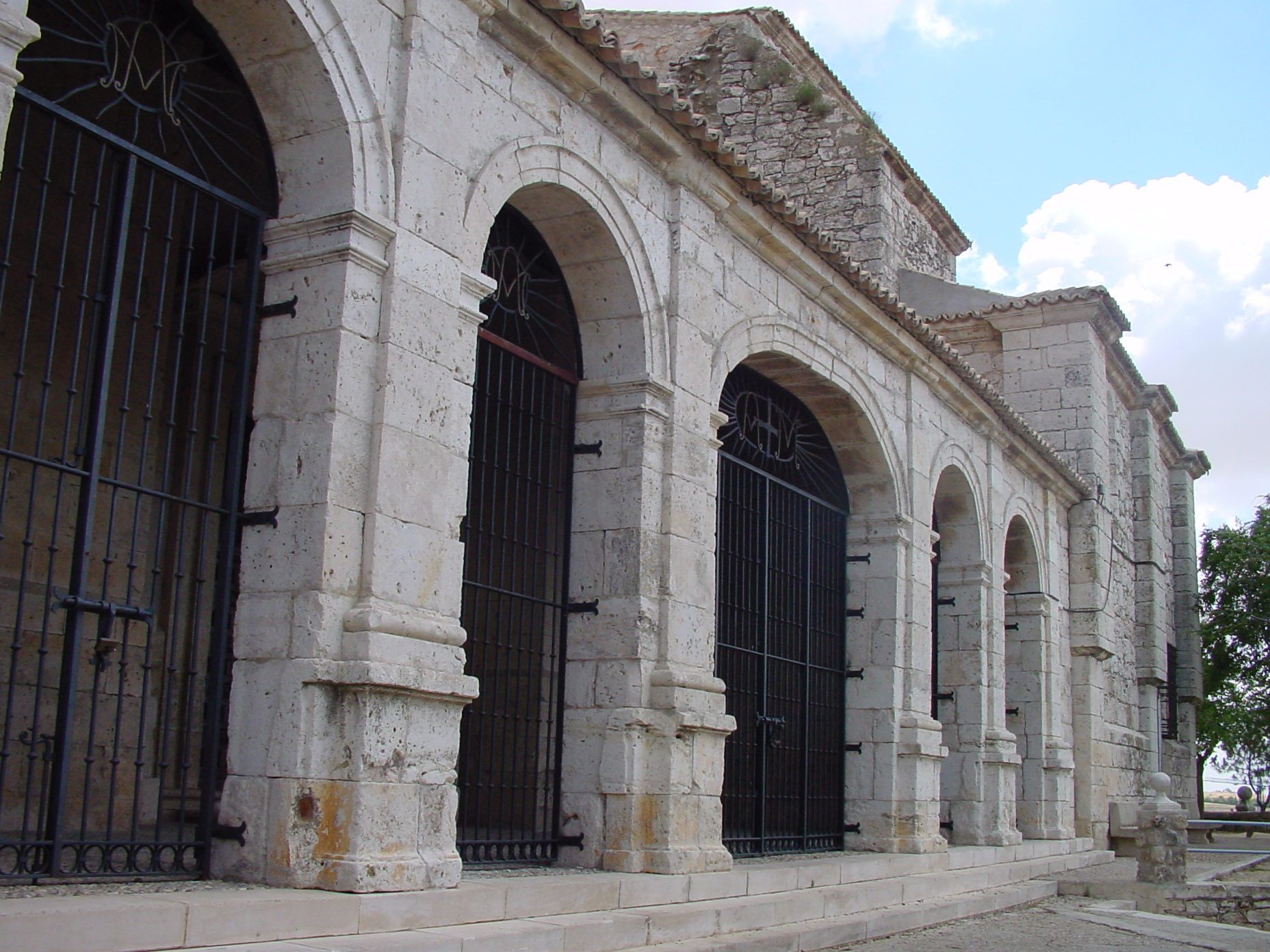 Lateral iglesia en Campo Real