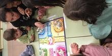 Buddies: 5 años y sexto enseñando a jugar. 18