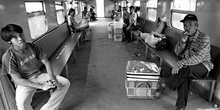 Interior de un vagón de tren, Indonesia