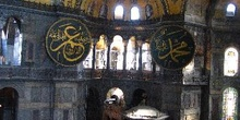 Interior del espacio principal de la Santa Sofía, Estambul, Turq