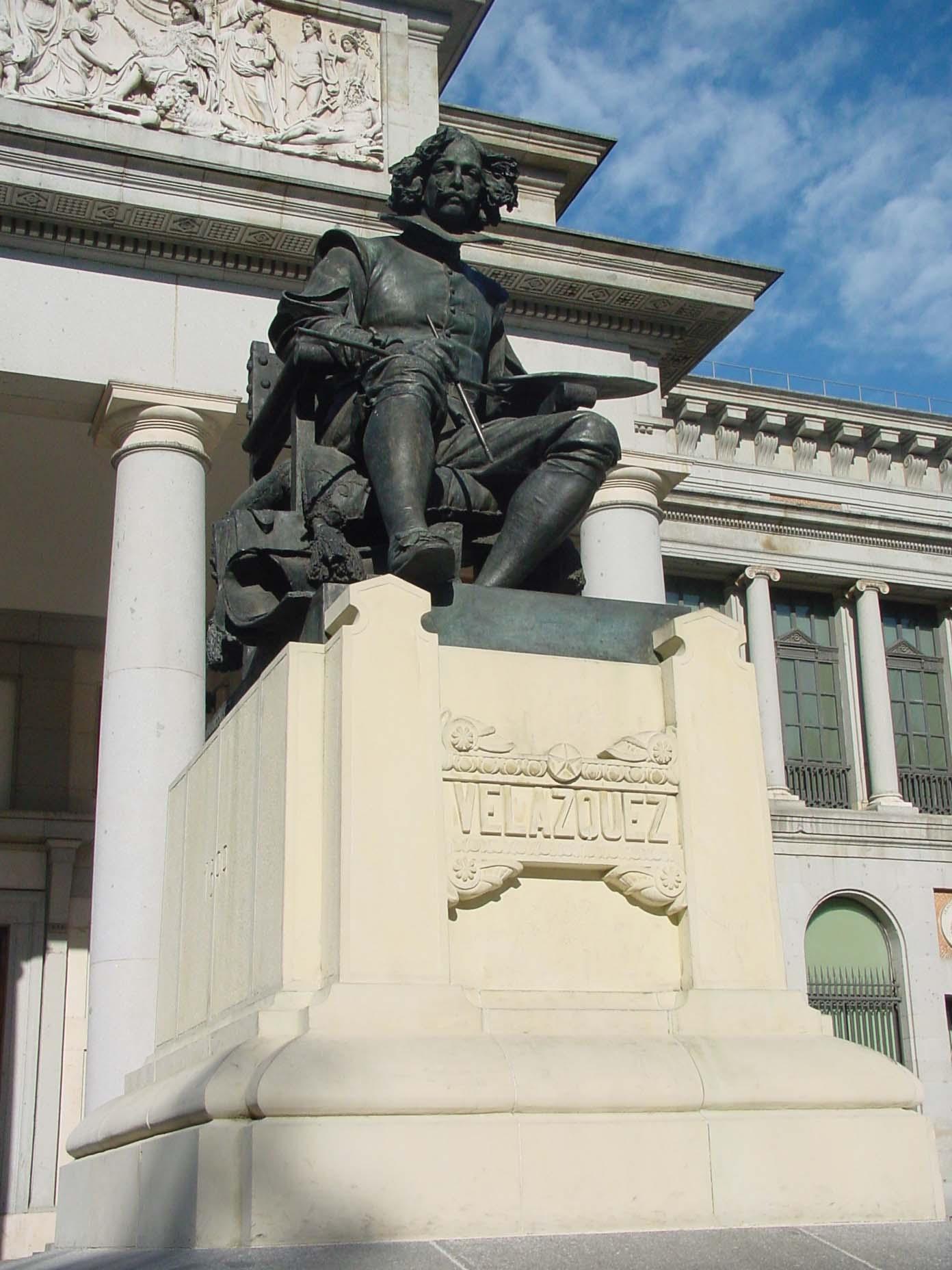 Estatua de Velázquez en entrada del museo de El Padro de Madrid