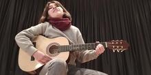 Inés canta y compone. 8M