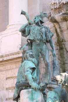 Estatua de cazadores en la plaza del Castillo de Buda, Budapest,