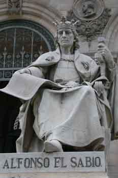 Estatua del Alfonso X el Sabio, rey de Castilla y de León