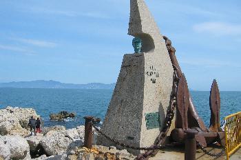 Monumento a la gente del mar en el puerto de L´Escala, Gerona