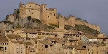 Vista de las fortificaciones de la Colegiata de Alquezar. Huesca