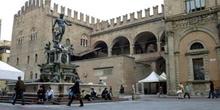 Plaza y fuente de Neptuno, Bolonia