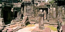 Plaza interior de templo en Angkor, Camboya