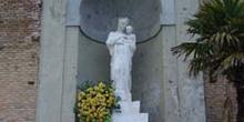 Estatua de la Virgen de la Almudena, Madrid