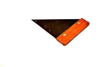 Cartabón de madera y metal