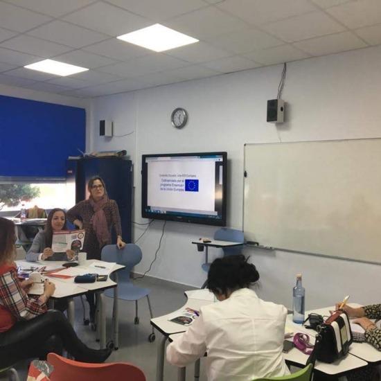 Coordinadora y partcipantes del seminario