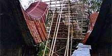 Proceso de construcción de una casa Toraja, Sulawesi, Indonesia