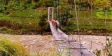 Puente moderno con cables, Irian Jaya, Indonesia