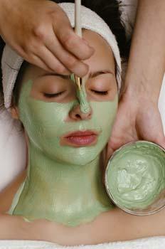 Limpieza facial: aplicación de mascarilla