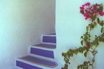 Escalera de una casa de Santorini, Grecia