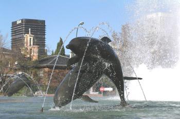 Detalle Fuente de los Delfines, Madrid