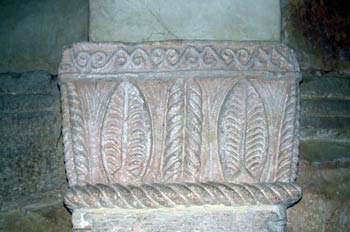 Detalle de un pilar de la iglesia de San Salvador de Priesca, Vi