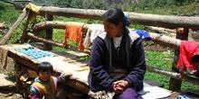Señora sherpa con su bebé