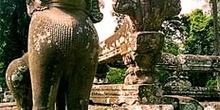 Dragón y mujer hidra, Aangkor, Camboya