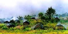 Amanecer en poblado, Irian Jaya, Indonesia