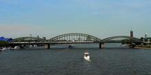 Vista del rio Rhin a su paso por Colonia, Alemania
