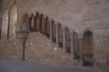 Escalera de acceso al púlpito, Monastrio de Santa María de Huert