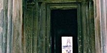 Sección interior de cruce en zona real, Angkor, Camboya