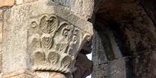 Detalle de un capitel de Santa  María del  Naranco, Oviedo, Prin