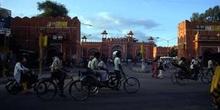 Puerta de la antigua ciudad amurallada, Jaipur, India