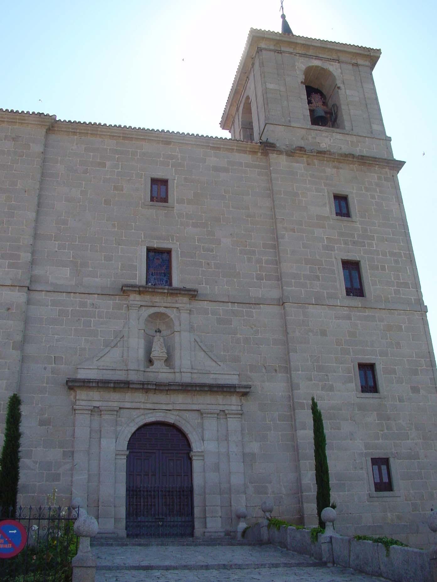 Fachada de la parroquia de la Asunción en Valmorillo