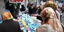 Mercado en el barrio de Fatih, Estambul, Turquía