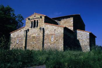 Vista desde el este de la iglesia de Santa María de Bendones, Ov