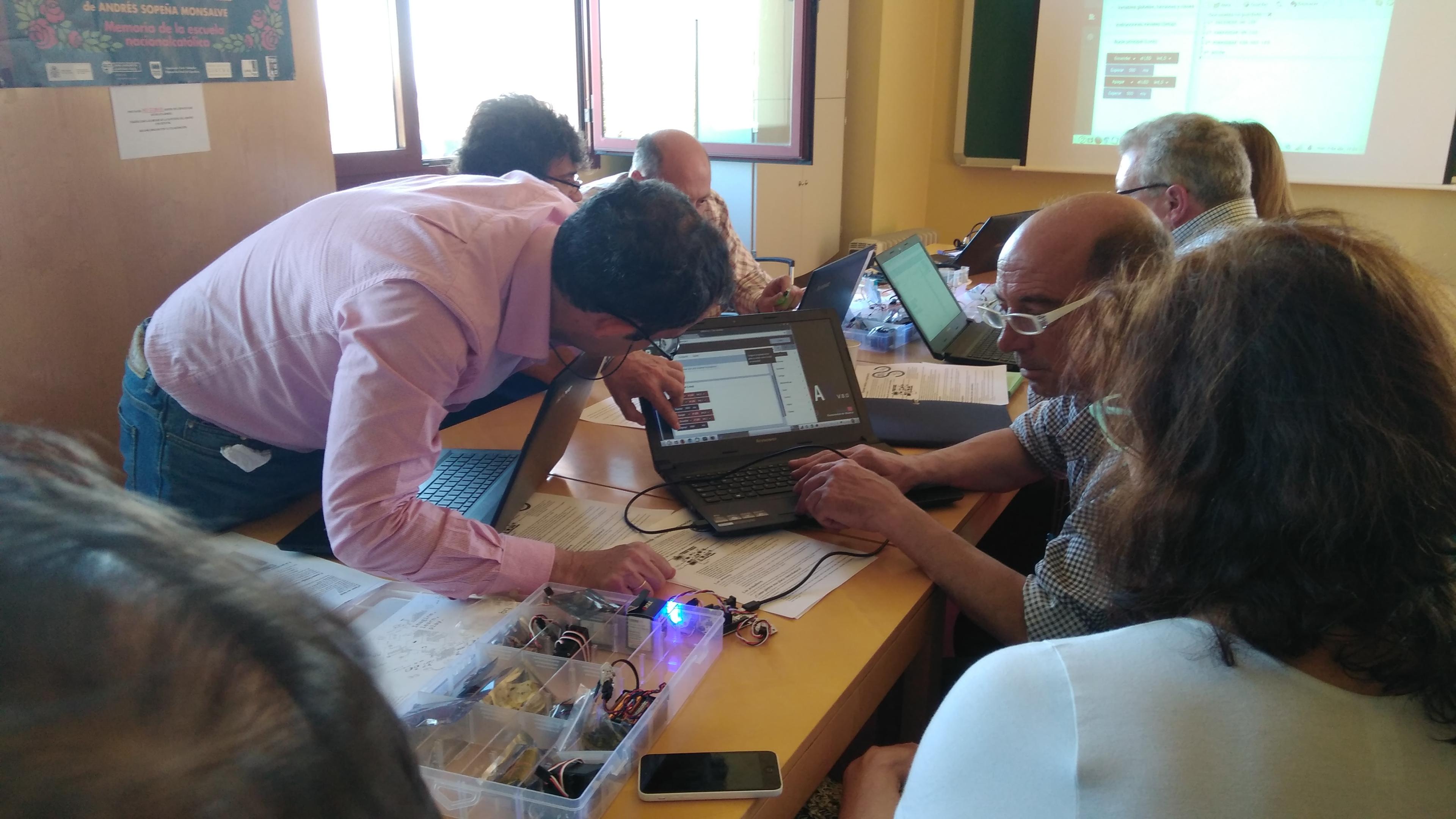 I Jornada de Programación, Robótica e Impresión 3D en educación para adultos. 04-04-2017 37