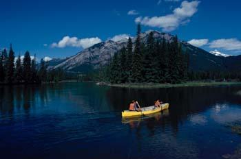 Paseo en piragua, Montañas Rocosas (Canadá)