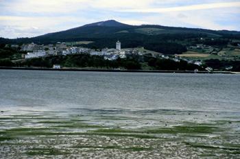 Vista desde oriente de Castropol, Principado de Asturias