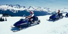 Motos de nieve en Whistler, Columbia Británica (Canadá)