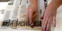 Transferencia de pigmentos de un periódico a un cuaderno