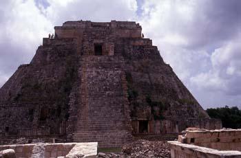 Cara oeste de la Pirámide del Adivino, Uxmal, México