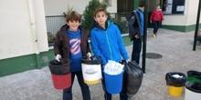 Litter Less Campaign_Masa de las papeleras de clase   4
