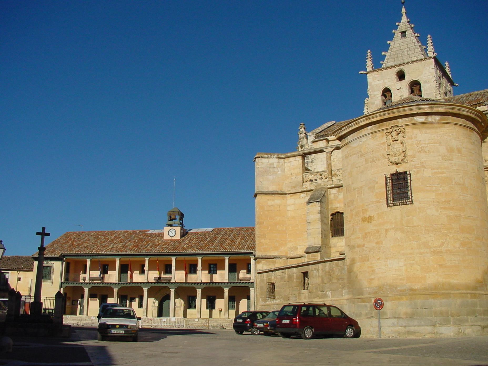 Ayuntamiento e iglesia de la Magdalena en Torrelaguna