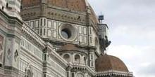 Vista lateral del Duomo y la Cúpula Brunelleschi, Florencia