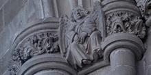 Catedral de Huesca. Angel en piedra
