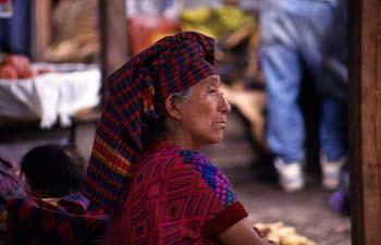 Retrato de mujer en el mercado de Antigua, Guatemala