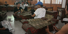 Tocando instrumentos, Instituto de Bellas Artes, Jogyakarta, Ind