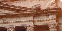 Detalles de la fachada del templo de El Khazneh, Petra, Jordania