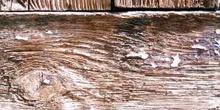 Madera con muescas