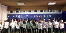 6º B rocking around the Christmas tree