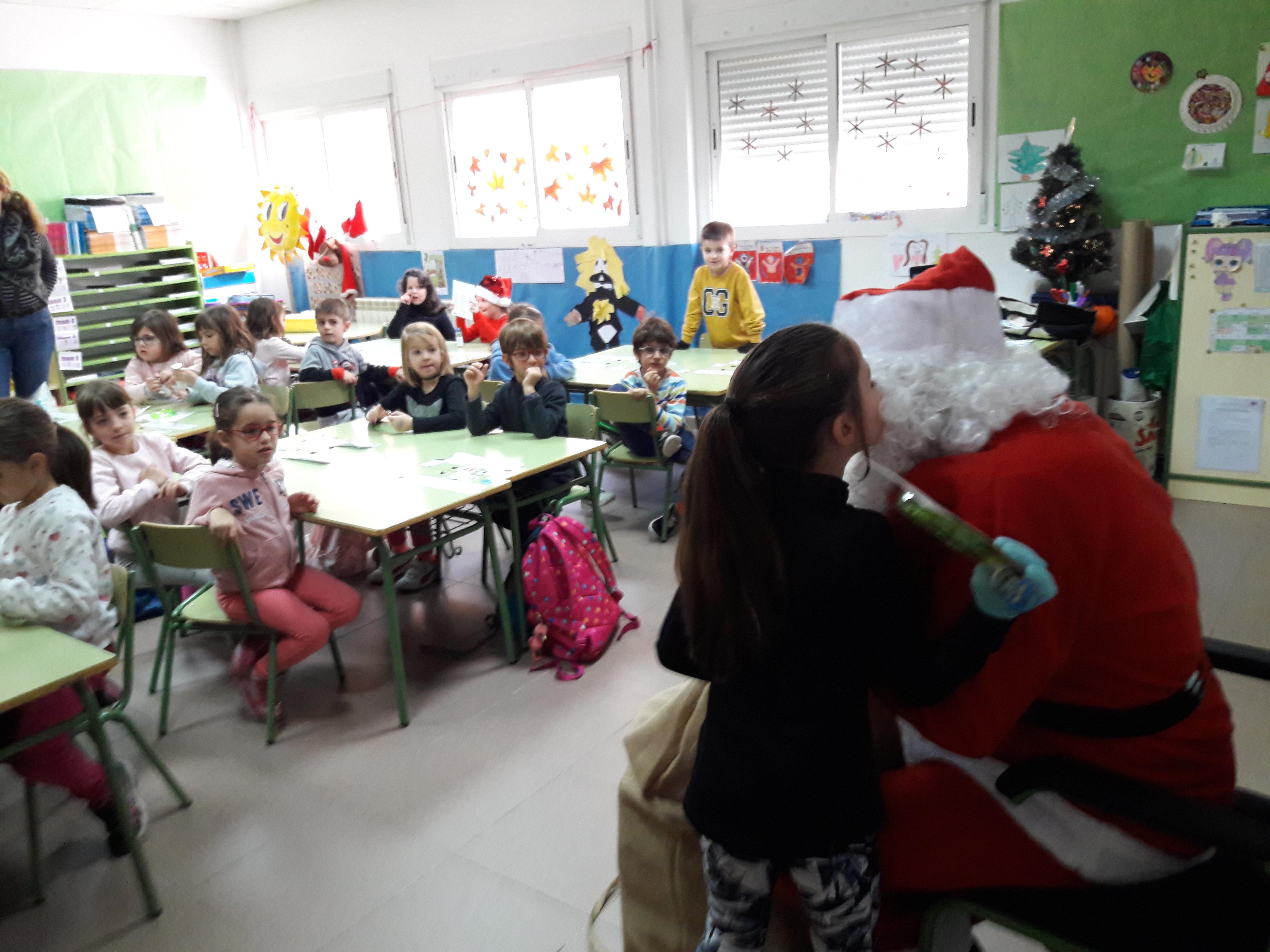 Santa Claus comes to School 4